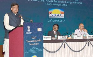 (From left) Piyush Goyal; B.P. Pandey, Special Secretary, Ministry of Power (MoP); and P.K. Pujari, Secretary, MoP, at the Analysts cum Media meet on UDAY