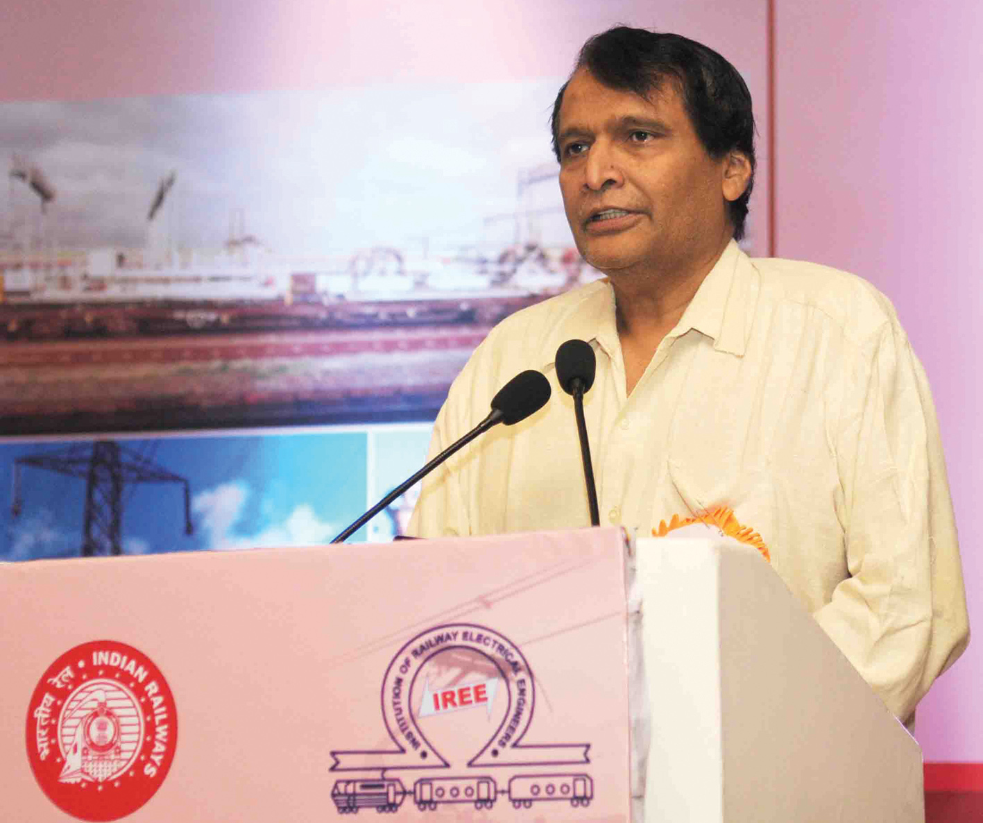 Suresh Prabhakar Prabhu, Minister for Railways, addresses the International Conference on Decarbonization of Indian Railways-Mission Electrification, organised by the Institution of Railways Electrical Engineers in partnership with ASSOCHAM India