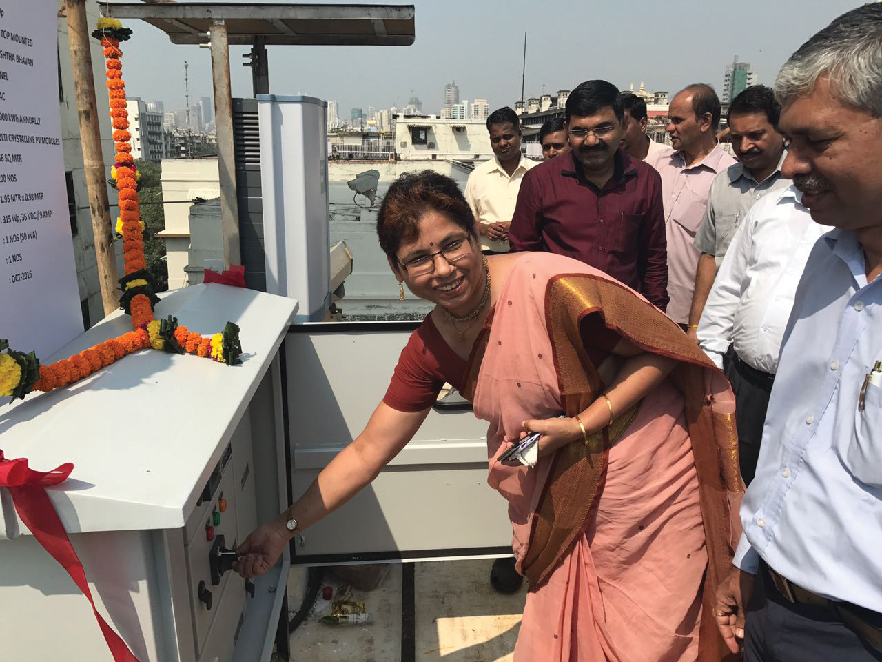 Usha Batra, Special Director General (Western Region), Central Public Works Department, Mumbai, inaugurates a solar rooftop power plant installed at Pratishtha Bhawan, Mumbai, in the presence of senior officers of CPWD